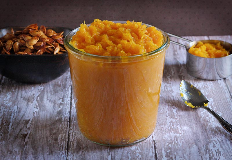 Homemade Pumpkin Puree via LeafandGrain.com